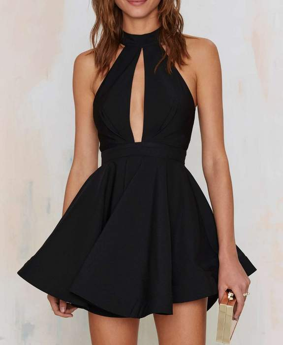 Robe cocktail noire courte tres decollete